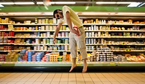 近所のスーパーのベビー用品売り場がどんどん縮小されて困っている