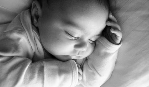 一歳児の朝泣き。その原因と対策。