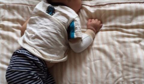 激しい夜泣きの赤ちゃんをコロッと寝かせる我が家の方法三つ。