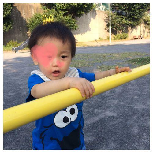 公園で遊ぶ息子