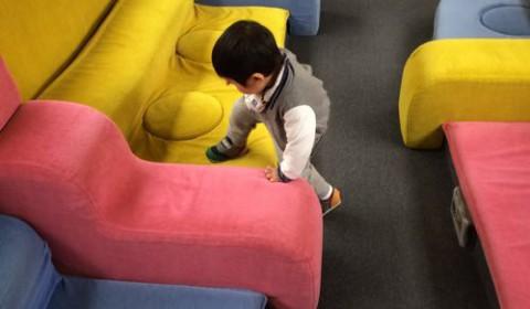 イヤイヤ期真っ盛りの二歳児と温泉旅行で大苦戦。移動手段と宿の選び方を振り返る。